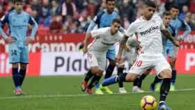 Banega marca de penalti en el último partido del Sevilla