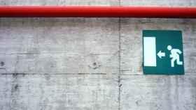 Un indicador de salida de emergencia en una imagen de archivo.