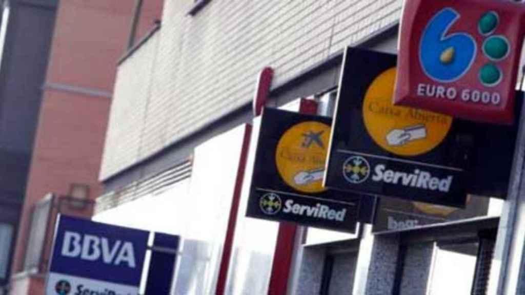 Imagen de varias sucursales bancarias.