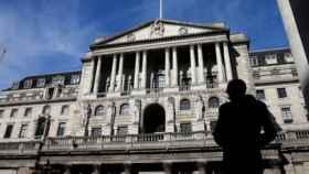 El Banco de Inglaterra anunciará mañana la primera subida de tipos en una década, según los expertos
