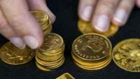 Los inversores huyen del petróleo hacia el oro en plena oleada de revueltas en Irán