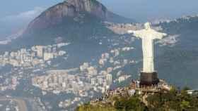 S&P rebaja rating de Brasil a BB- por dudas sobre reforma de pensiones