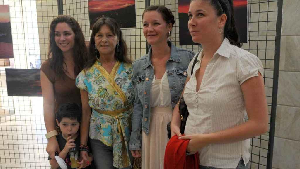 Marisol y sus tres hijas: Celia, Tamara y María.