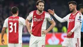 Daley Blind junto a Huntelaar y Tagliafico