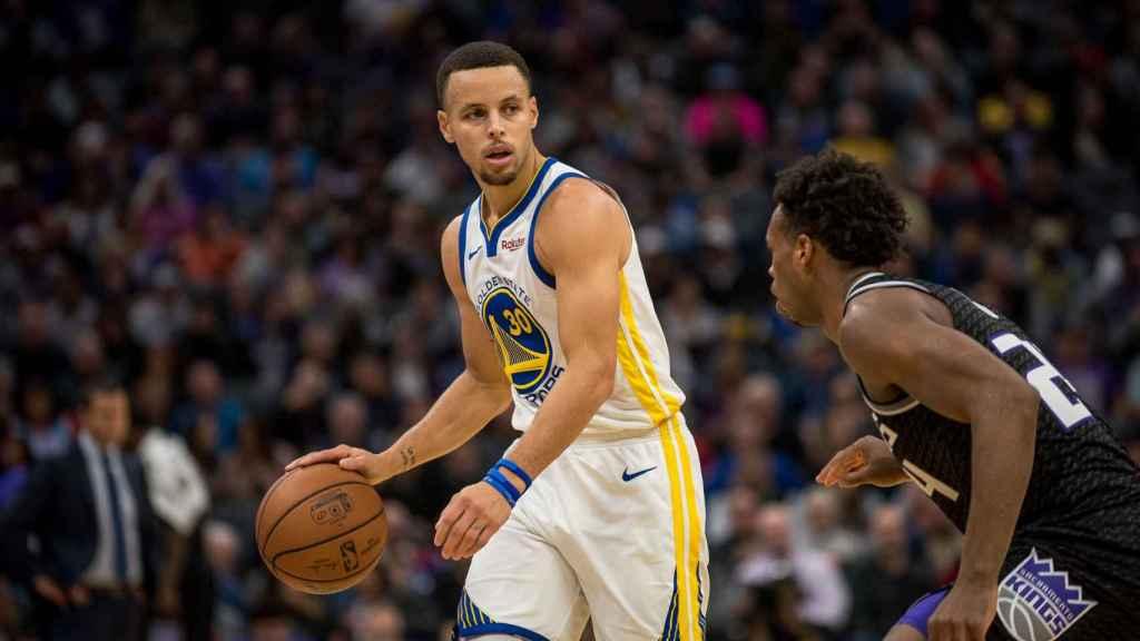 Curry frente a los Sacramento Kings