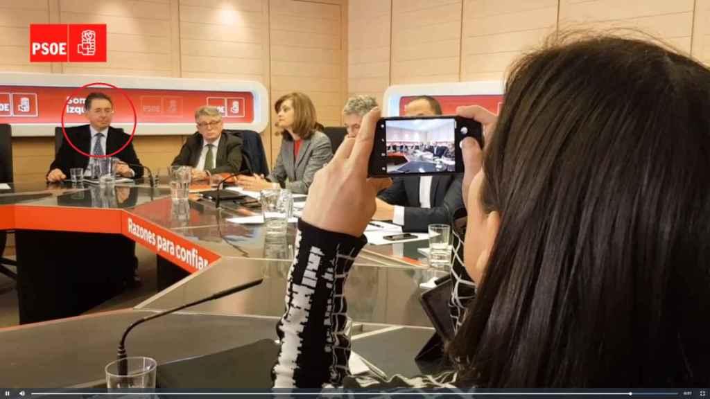 José Antonio Rodríguez, en círculo rojo, en una reunión reciente en Ferraz.