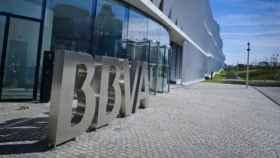BBVA y Caixabank luchan por el liderato en captación de fondos en 2018