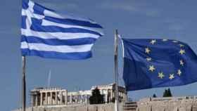 Moscovici y Schäuble envían la deuda pública de Grecia a su mejor cota en siete años