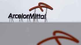 Rótulo a la entrada de unas instalaciones de ArcelorMittal.