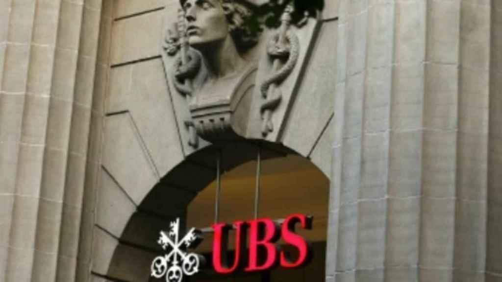 Edificio con el logo de UBS.