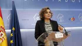 La portavoz del PP, Dolors Montserrat, durante la rueda de prensa que ha ofrecido tras la reunión de la Junta de Portavoces hoy en el Congreso.