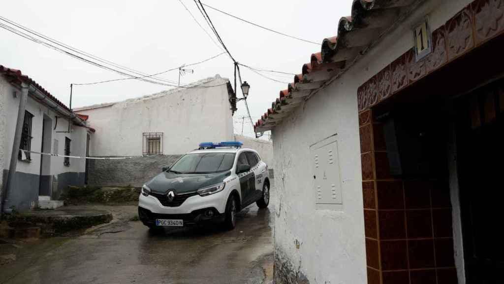 A la izquierda, la casa alquilada de la profesora muerta, y a la derecha, la casa en la que vivía el gemelo sospechoso.