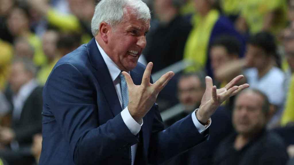 Obradovic se lamenta por un fallo de su equipo
