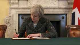 may-brexit-firma-585-290317