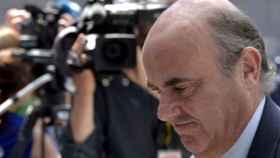 De Guindos reitera que el Popular no tiene problemas de solvencia ni liquidez