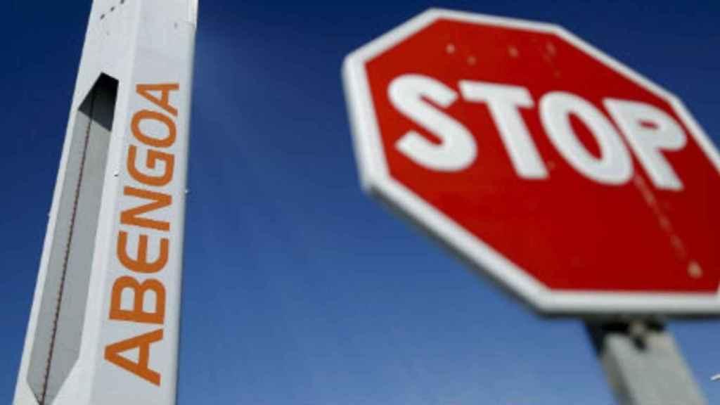Fuga de accionistas en Abengoa: Santander se desprende de un 7,2% y el Sabadell sale del capital