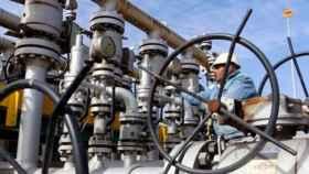 El crudo Brent toca mínimo de cinco meses, borra ganancias anotadas tras acuerdo OPEP