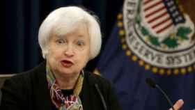 La FED no modifica los tipos de interés y considera transitoria la debilidad del consumo