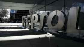 Rótulo en la sede de Repsol.