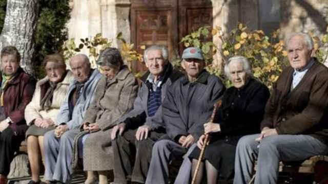 Un grupo de pensionistas.
