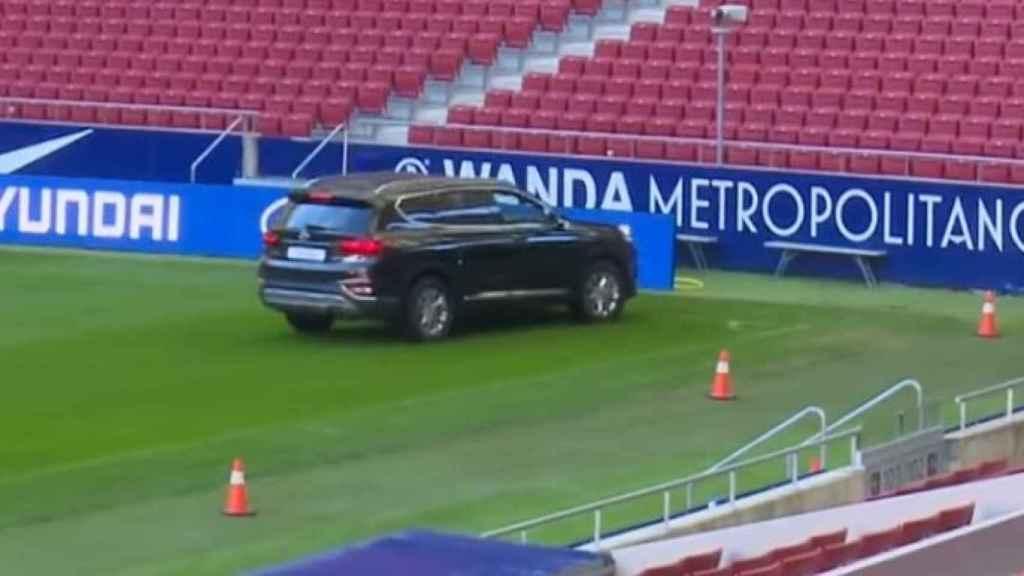 El coche de Thomas Partey a pocos centímetros de la valla