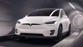 Tesla corriendo por un túnel de The Boring Company.