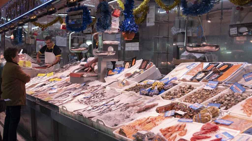 Pescados y mariscos de un mercado de barrio de Madrid