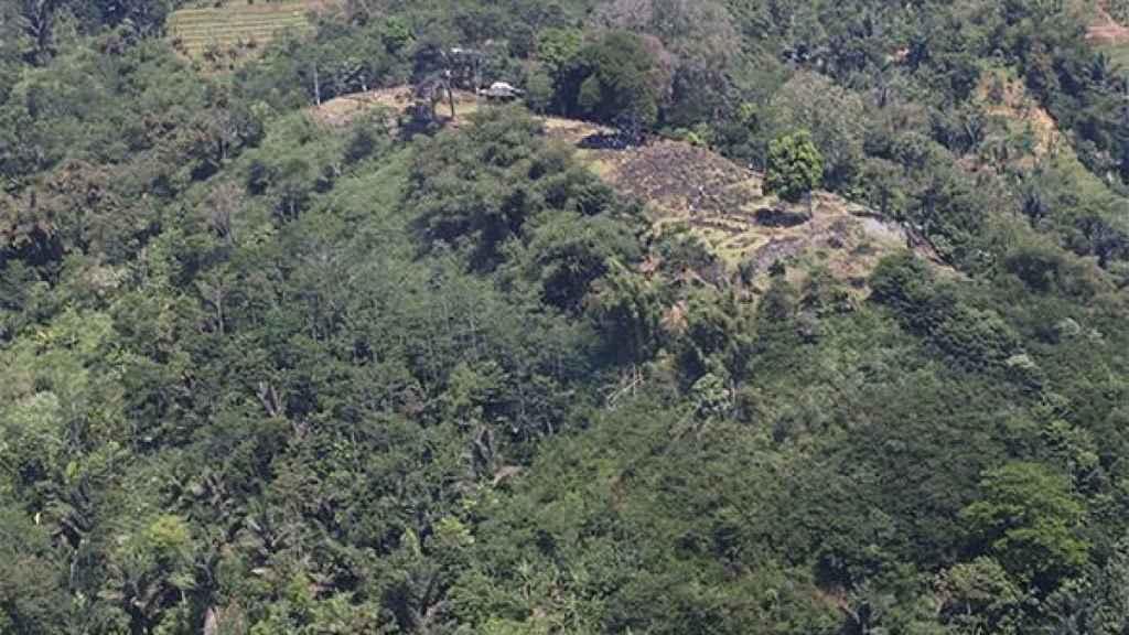 La cima de la supuesta pirámide oculta en un monte. Foto: Danny Hilman Natawidjaja