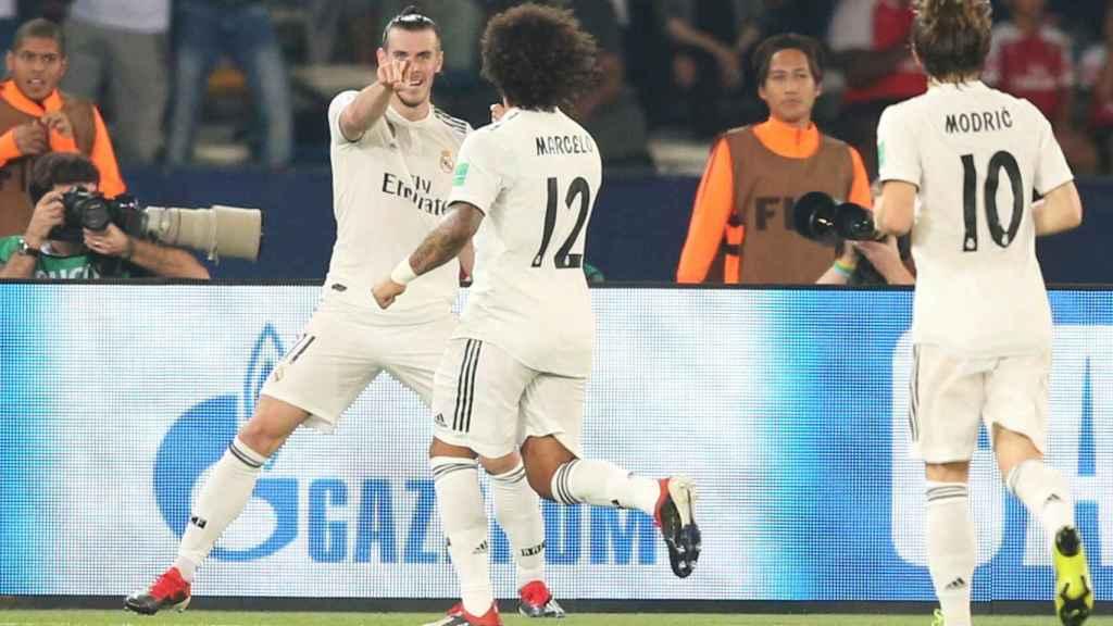 Gareth Bale celebra su gol con Marcelo durante la semifinal del Mundial de Clubes