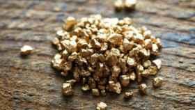 Conjunto de pepitas de oro.