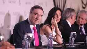 Pedro J. Ramírez y Eva Fernández, durante la última Junta de Accionistas de EL ESPAÑOL.