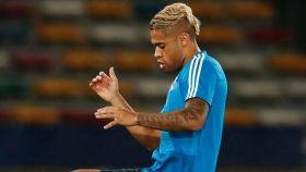 Mariano chuta en un entrenamiento con el Real Madrid