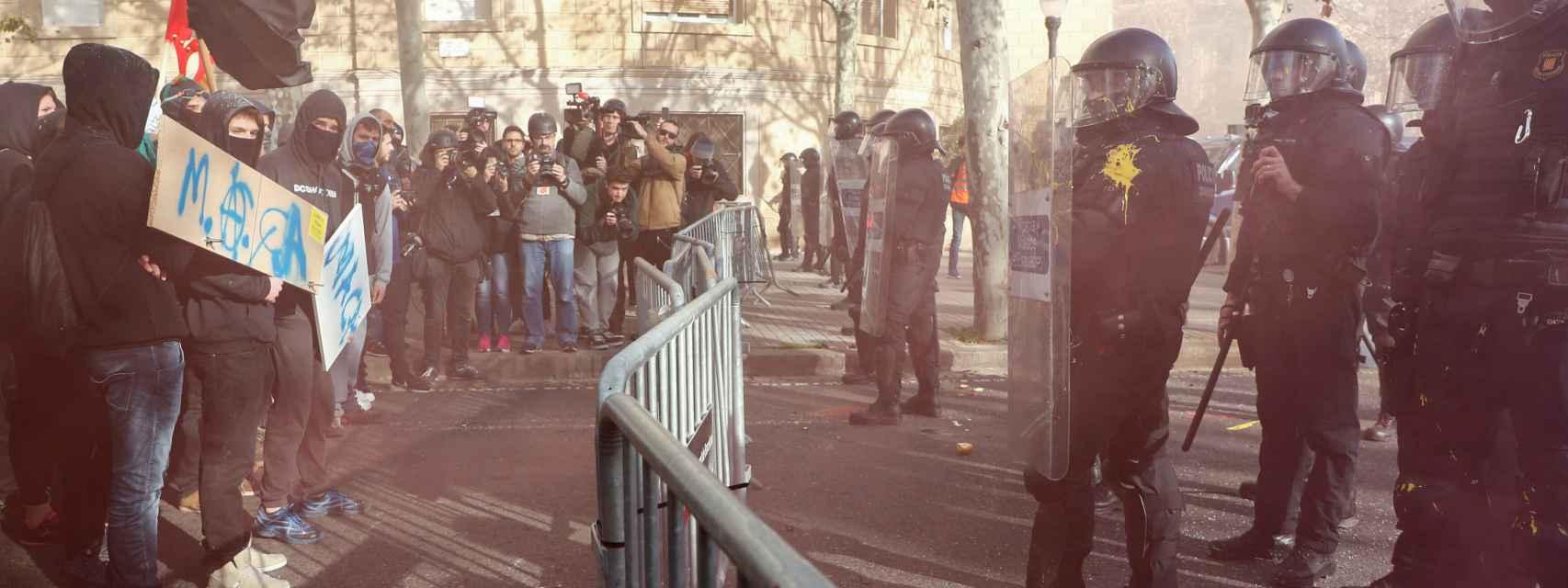 21-D, últimas noticias en directo   Tres detenidos en las manifestaciones separatistas que rodean el Consejo de Ministros
