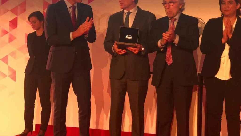 El presidente del Gobierno, Pedro Sánchez; Francisco Reynés, presidente de Naturgy; Josep Sánchez Llibre, presidente de Foment del Treball y Ada Colau, alcaldesa de Barcelona.