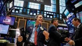Un bróker con gesto eufórico en la Bolsa de Nueva York.