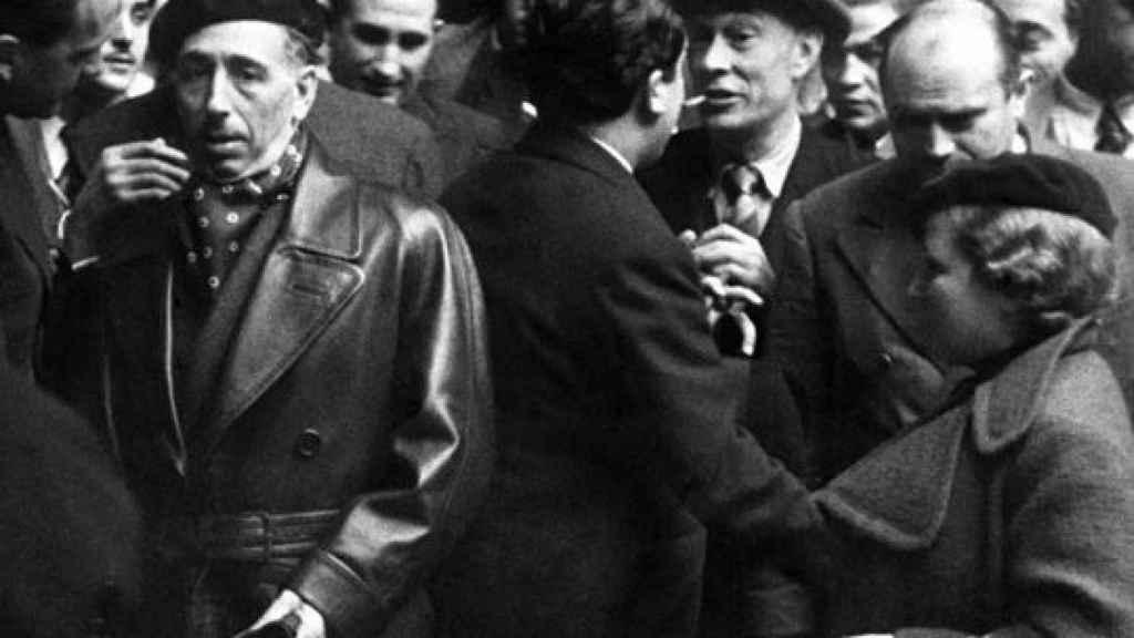 Companys y otros refugiados catalanes se dirigen al exilio en febrero de 1939.