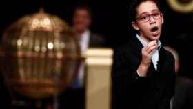 Noura Akrouh canta el tercer premio de la Lotería.