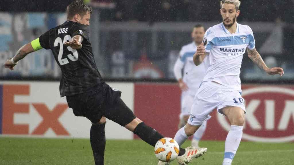 Luis alberto juega un partido con la Lazio