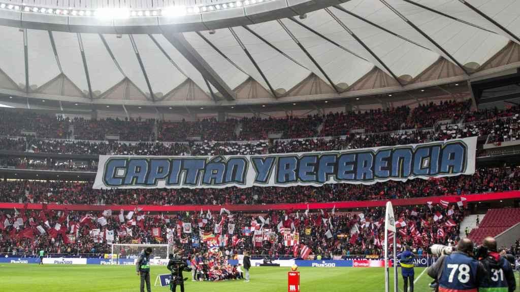 La afición del Atlético de Madrid homenajea a Gabi antes del partido contra el Espanyol