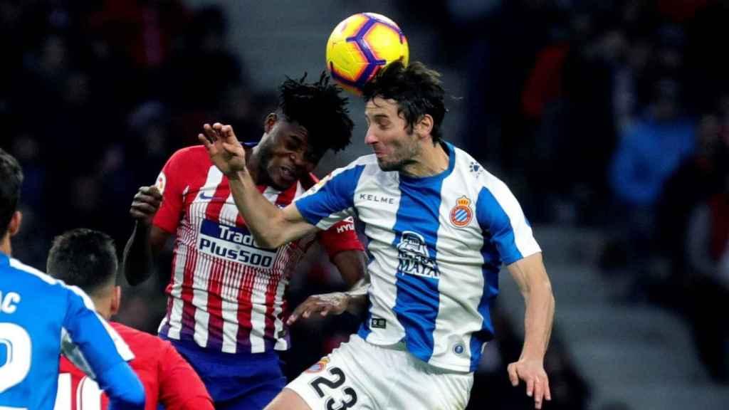 Thomas Partey disputa un balón aéreo con Esteban Granero