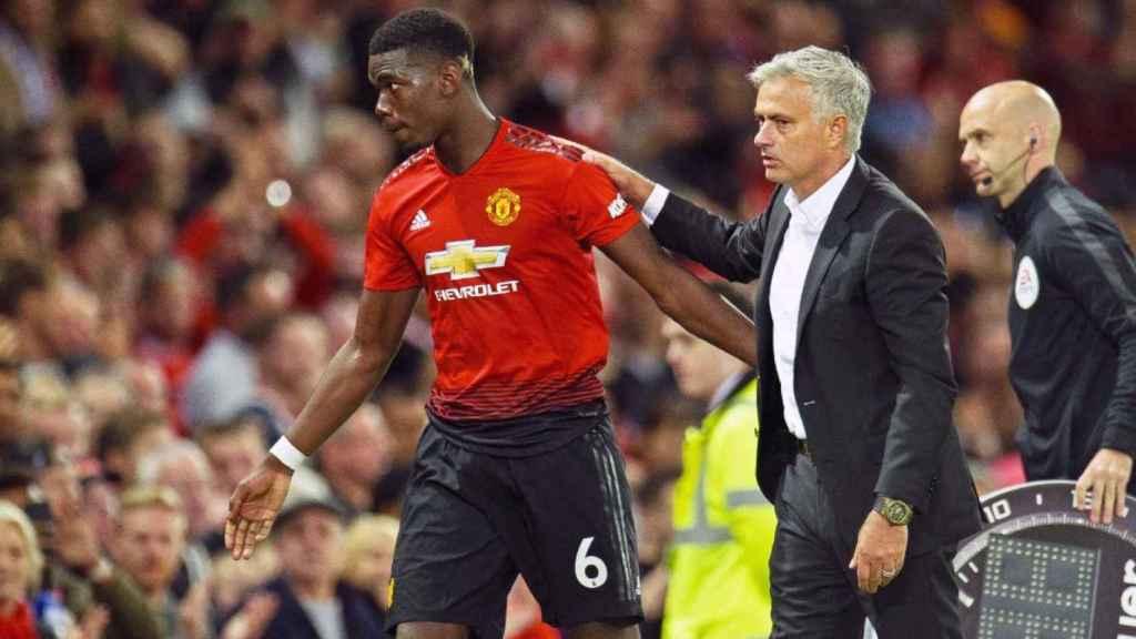 Pogba y Mourinho, durante un partido