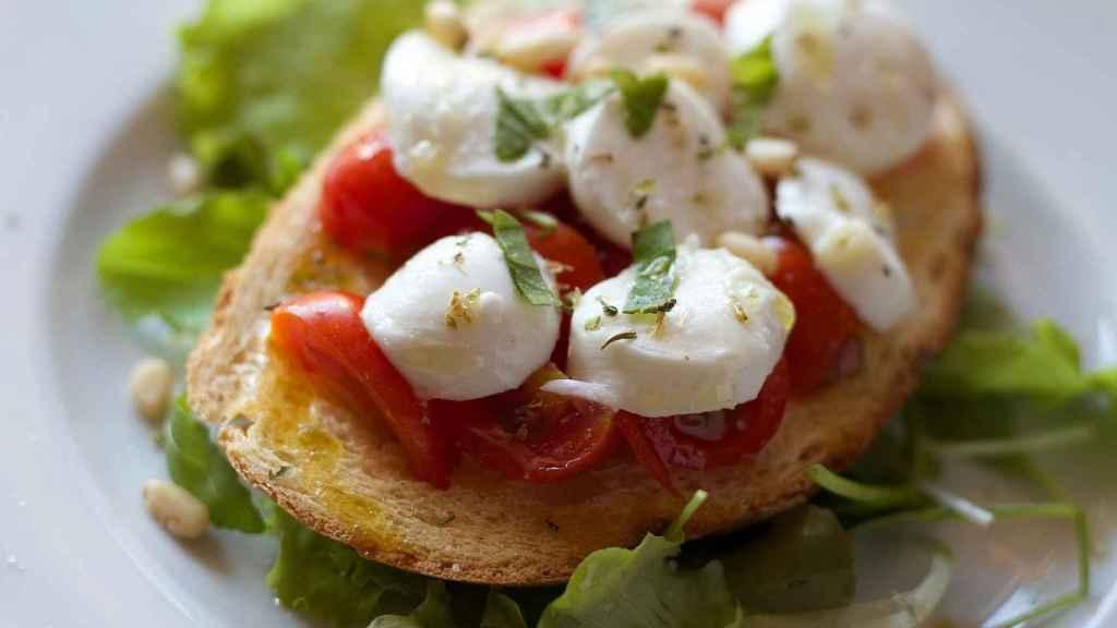 Basada en alimentos bajos en sal, la dieta DASH nos permite evitar o corregir los problemas con la presión arterial alta.