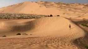 Marcos Llorente corriendo por el desierto