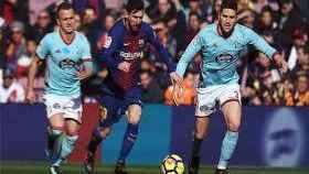 Messi superando a Mazán y Lobotka