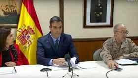 Pedro Sánchez, en Rota (Cádiz) junto a la ministra de Defensa, Margarita Robles.