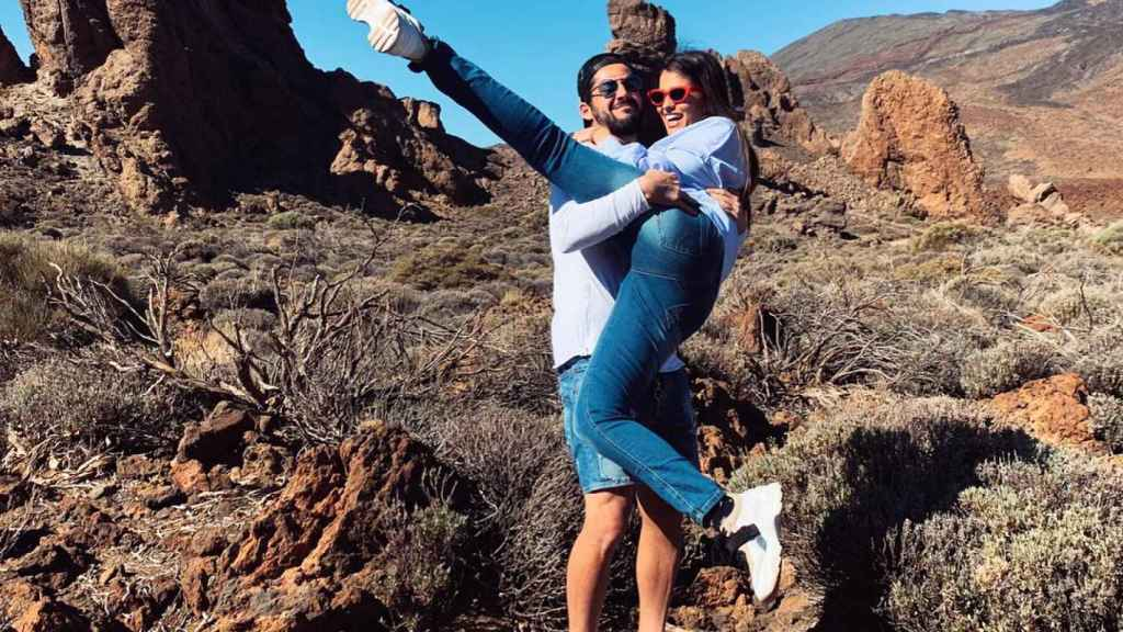 Isco junto a su novia en el Teide. Foto: Instagram (@iscoalarcon)
