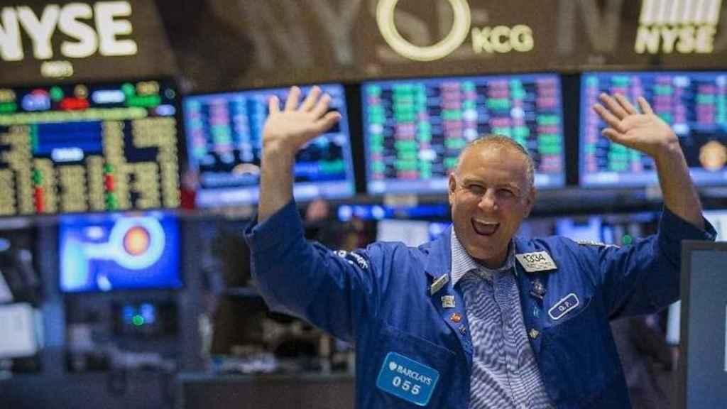 Un bróker celebra en Wall Street.