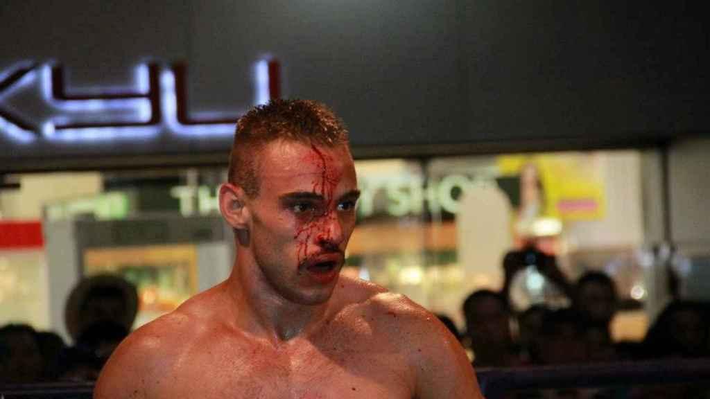 'El nene', ensangrentado, en una de sus peleas recientes de muay thai.