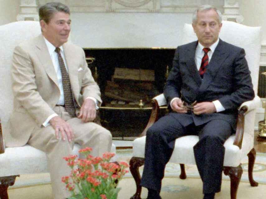Ronald Reagan con el agente doble Oleg Gordievsky.