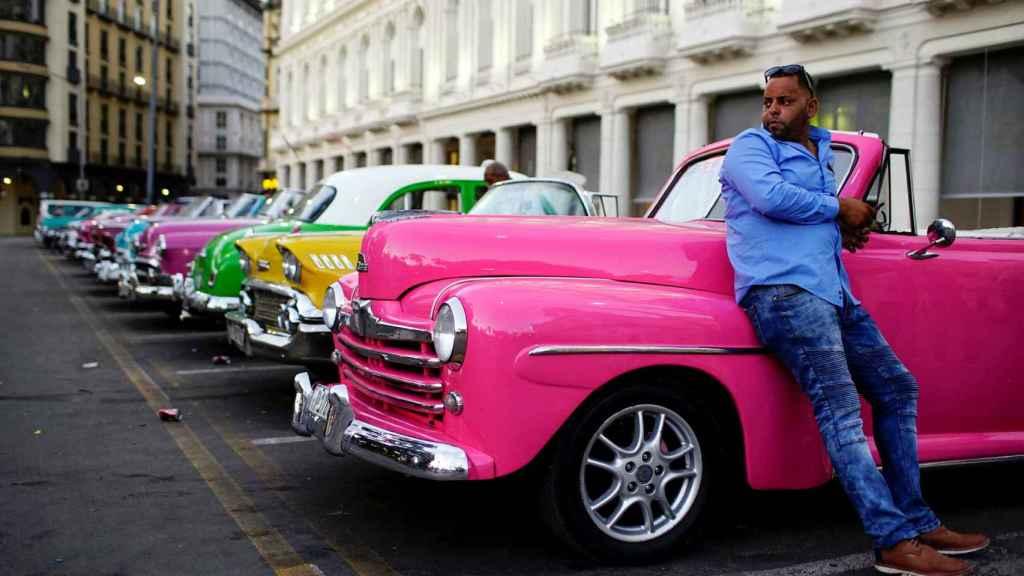 Taxis en una calle de La Habana